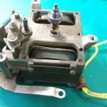 修理前:モーター 上のメタルの錆着きによってローター回転せず