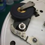 Garrard 4HF修理前 Garrard301用のアイドラーに交換されている