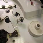 Garrard 4HF修理前 ブレーキパッド交換時にツメが一箇所破損している